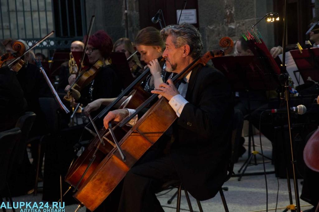 «Под сенью воронцовского платана» выступил симфонический оркестр  10