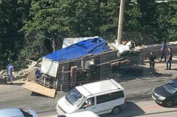 В ДТП в Массандре пострадали 20 человек