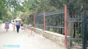 Воронцовский парк в Алупке хотят оградить заборами и сделать платным