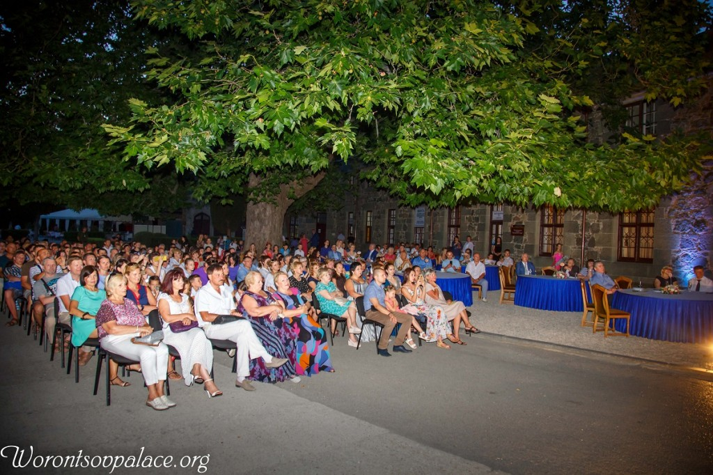 В Алупке состоялся концерт из цикла «Под сенью Воронцовского платана» 9