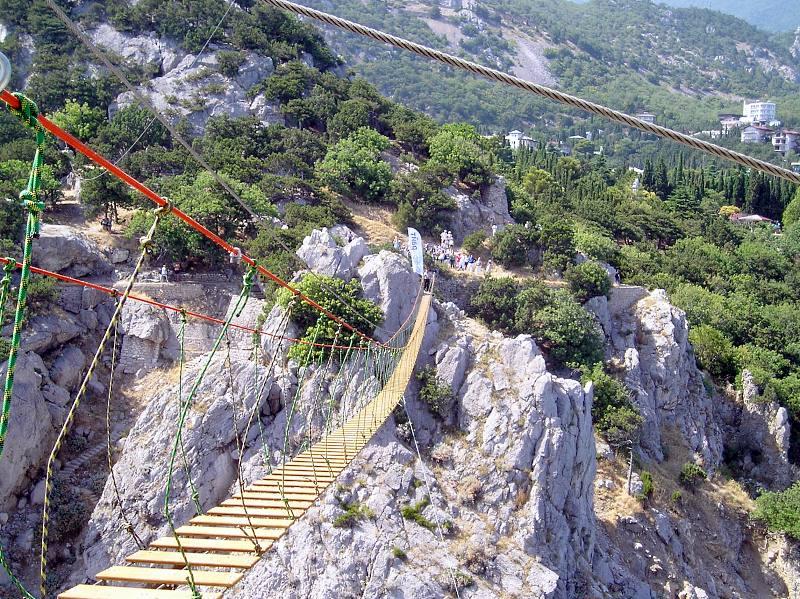 В Симеизе открыли подвесной мост на скалу Дива 2