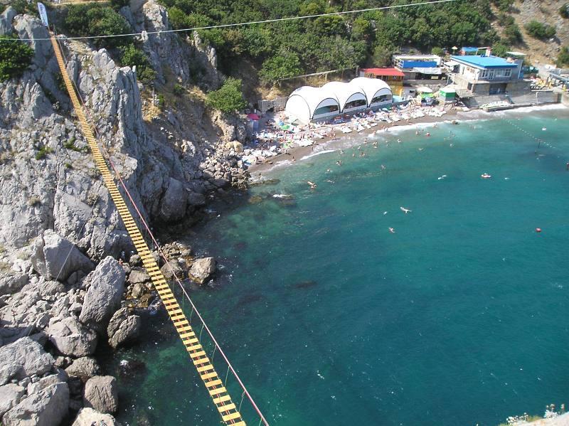 В Симеизе открыли подвесной мост на скалу Дива 3