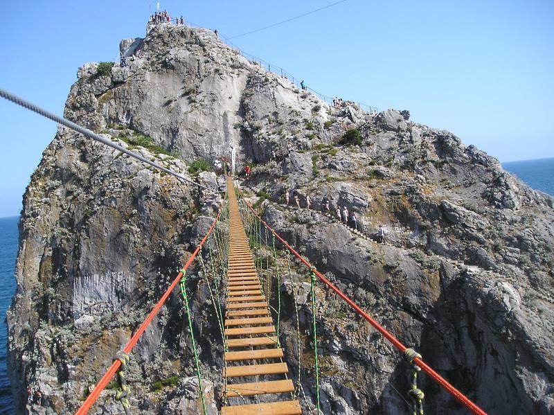 В Симеизе открыли подвесной мост на скалу Дива