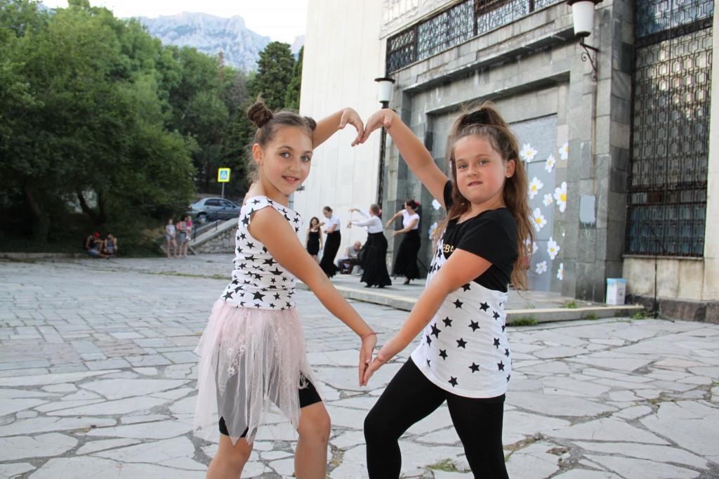 Фотоотчёт: В Алупке отметили День молодёжи