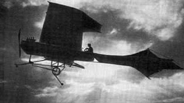Гибрид птеродактиля и стрекозы — самолёт «Антуанетт-4». Источник фото: lib.rus.ec