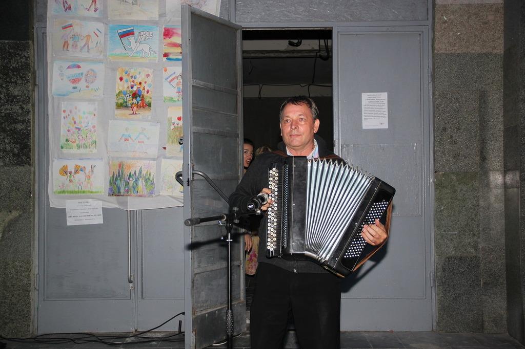 В Алупке отметили День флага России 8