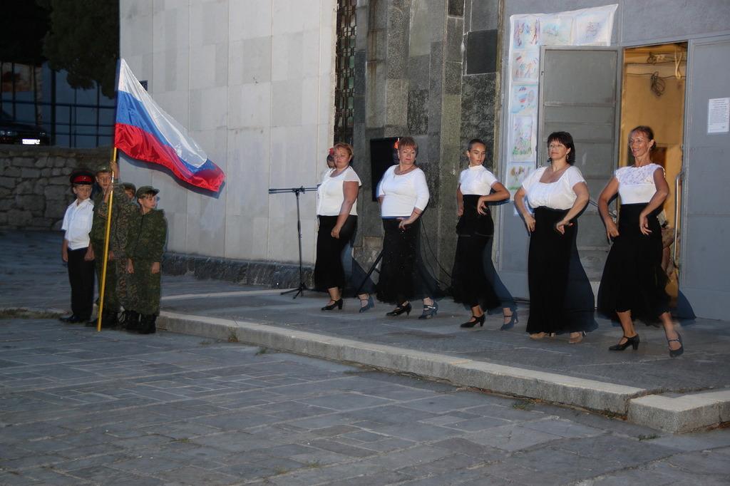 В Алупке отметили День флага России 7