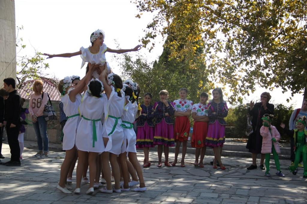 В Алупке провели первый танцевальный фестиваль «Ритмы осени» 2