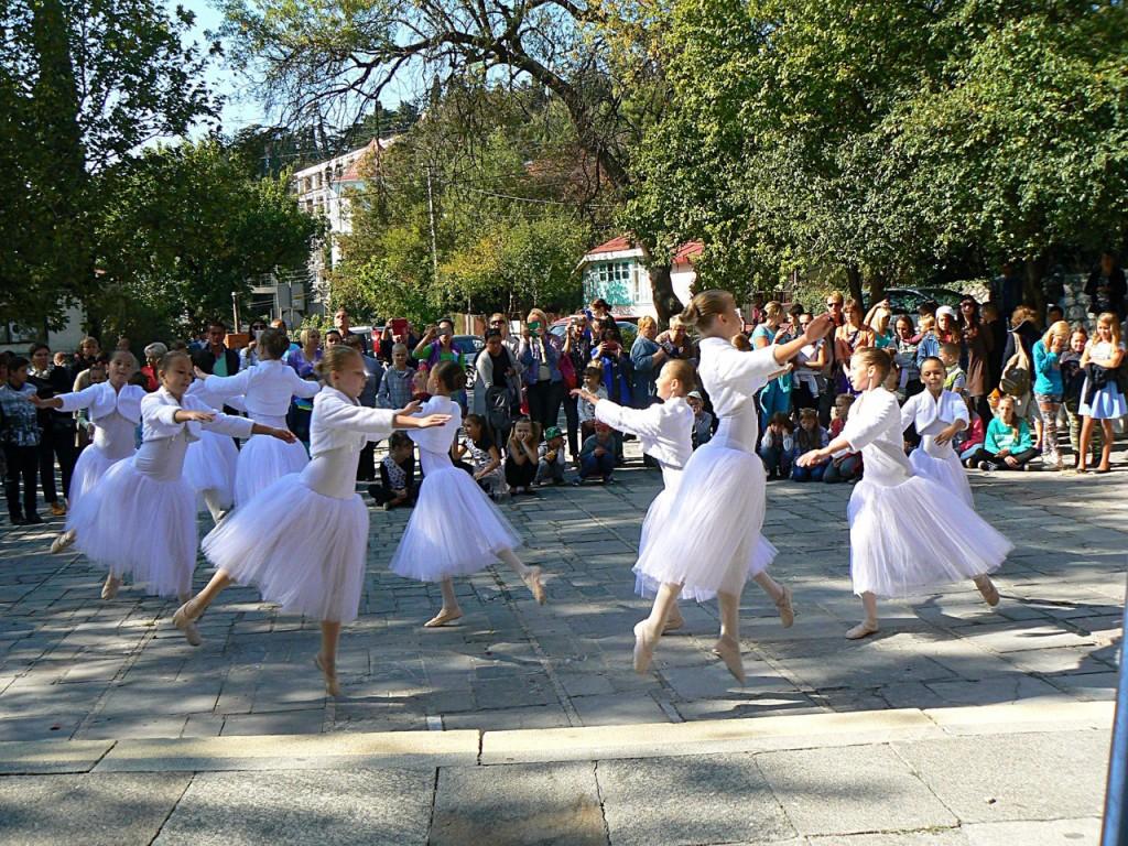 В Алупке провели первый танцевальный фестиваль «Ритмы осени» 4