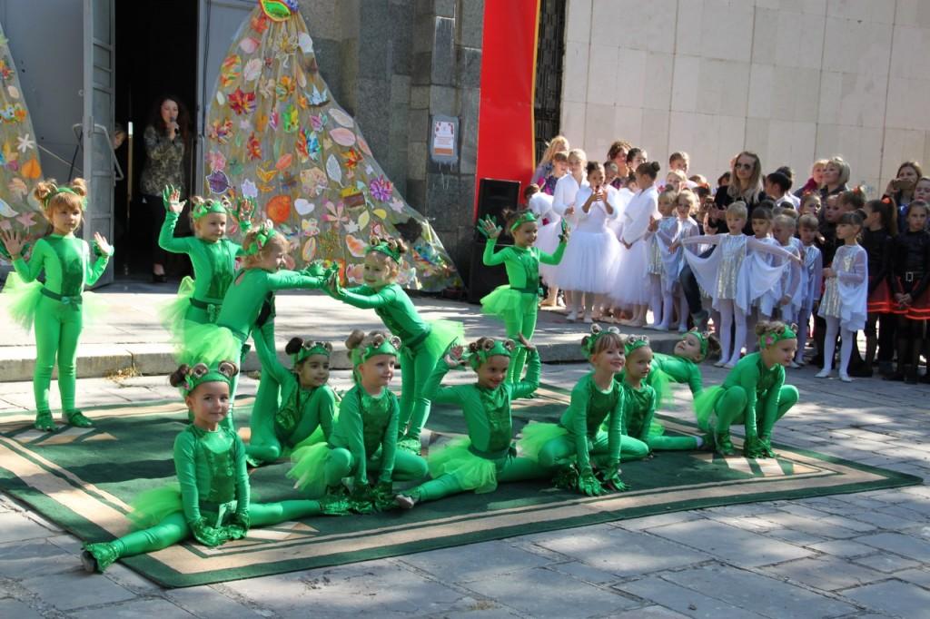 В Алупке провели первый танцевальный фестиваль «Ритмы осени» 3