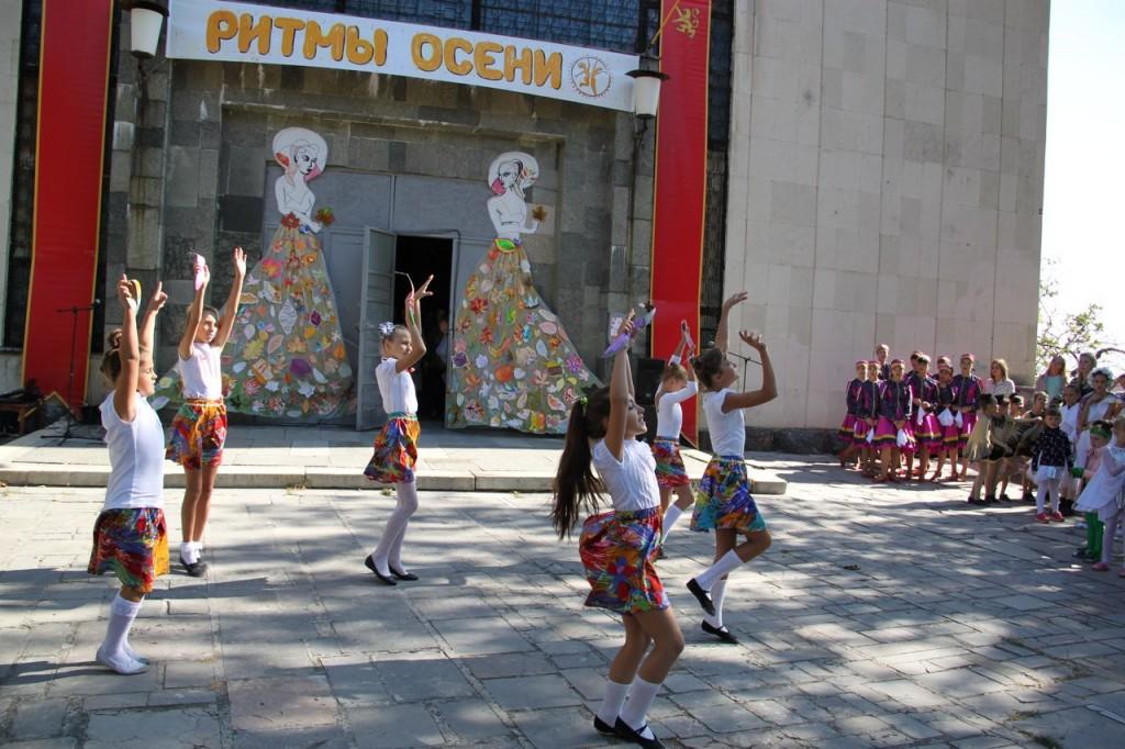 В Алупке провели первый танцевальный фестиваль «Ритмы осени» 5