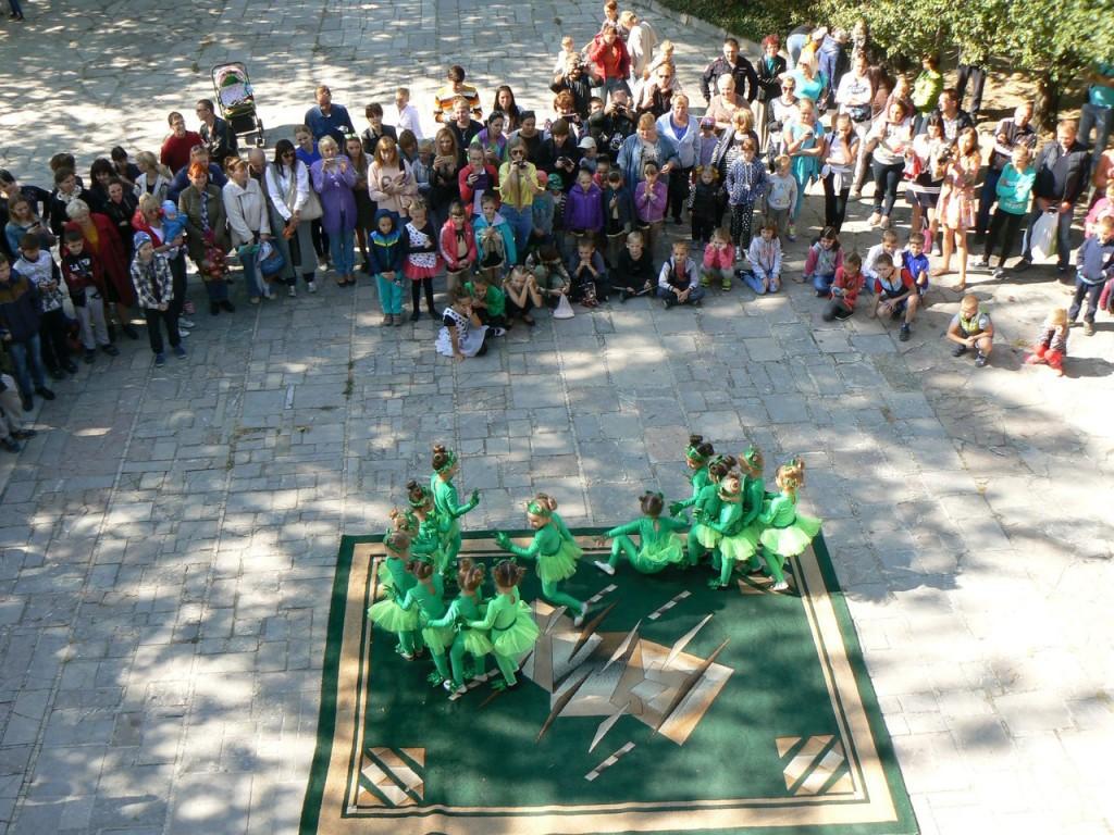 В Алупке провели первый танцевальный фестиваль «Ритмы осени» 8