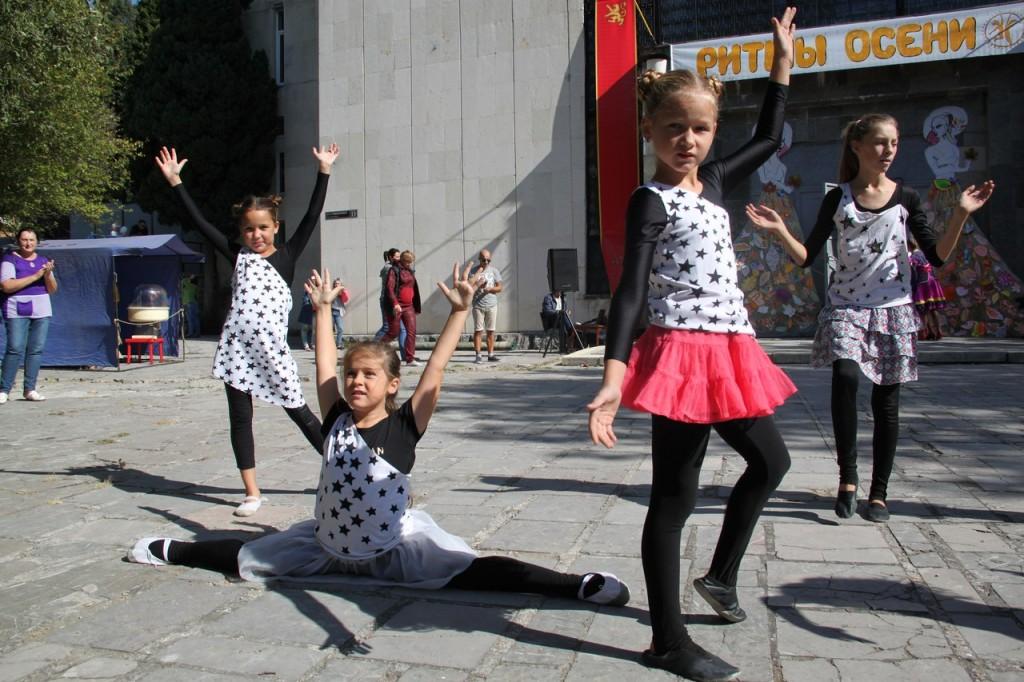 В Алупке провели первый танцевальный фестиваль «Ритмы осени» 9