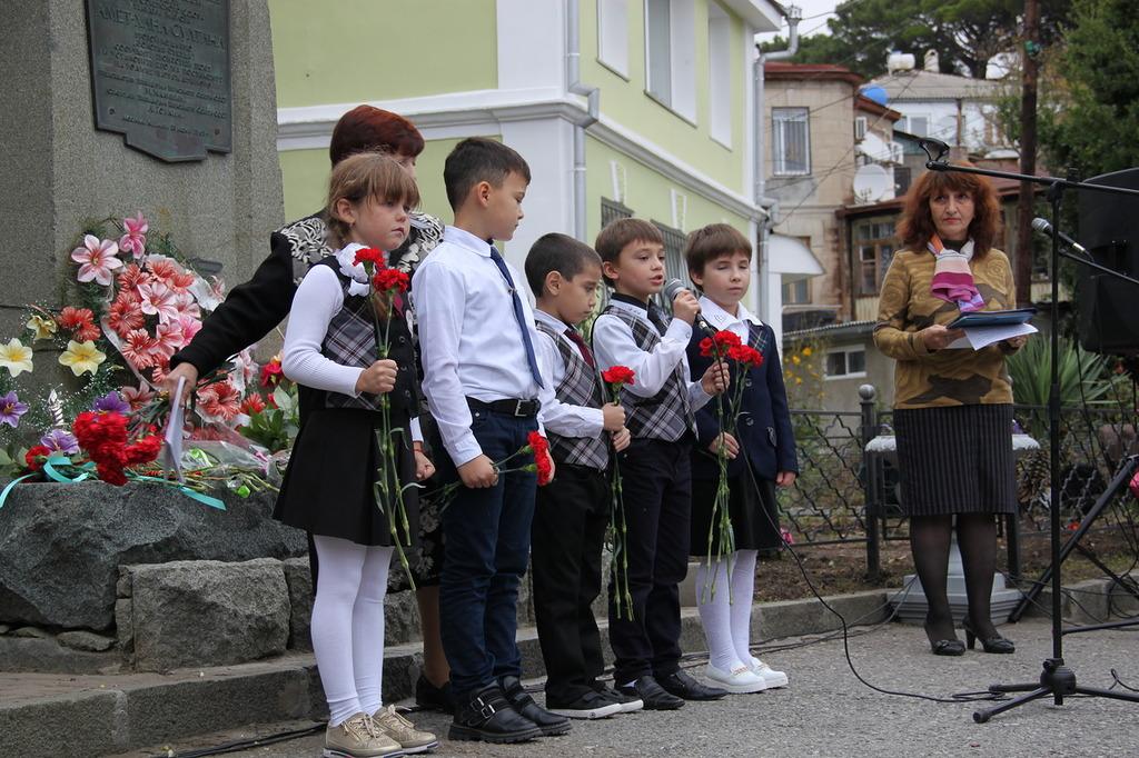 В Алупке отметили 97-ю годовщину со Дня рождения Амет-Хана Султана 7