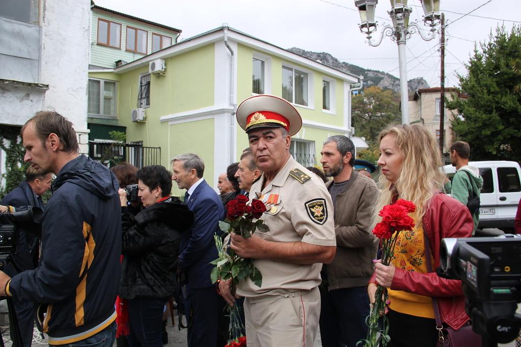 В Алупке отметили 97-ю годовщину со Дня рождения Амет-Хана Султана 8