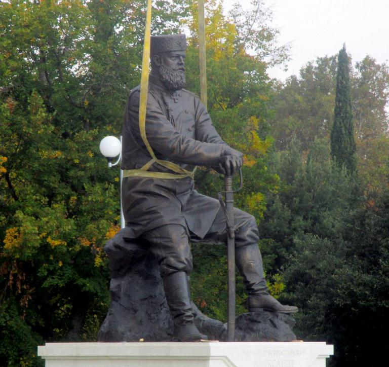 В парке Ливадийского дворца установили памятник Александру III 2