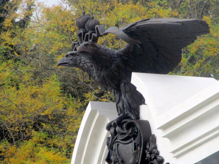 В парке Ливадийского дворца установили памятник Александру III 3