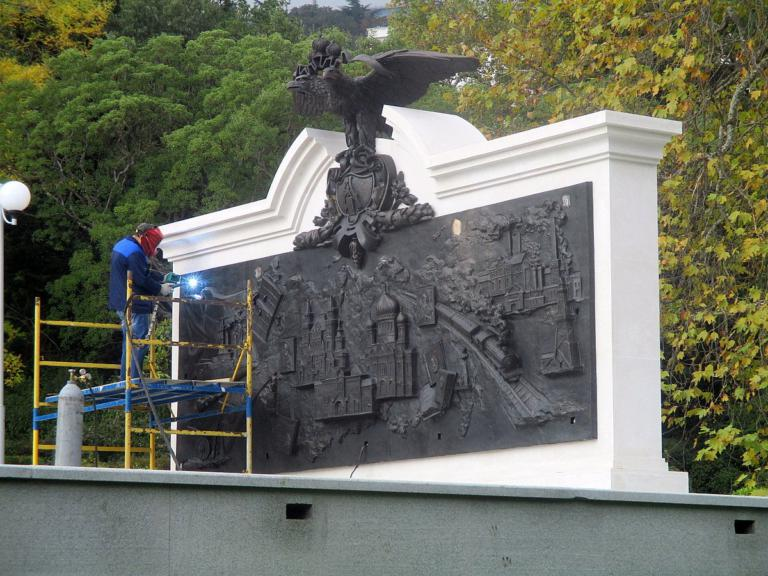 В парке Ливадийского дворца установили памятник Александру III 4