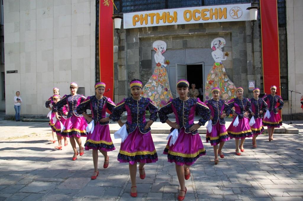 В Алупке провели первый танцевальный фестиваль «Ритмы осени» 10