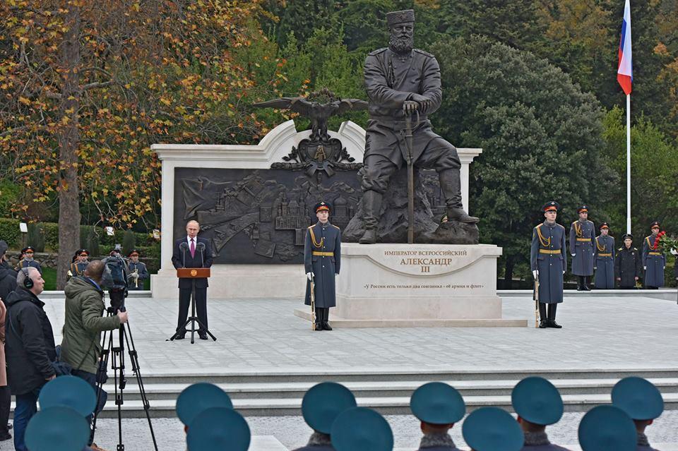 В Ливадии открыли памятник Александру III 4