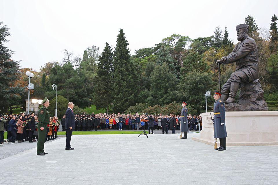 В Ливадии открыли памятник Александру III 3
