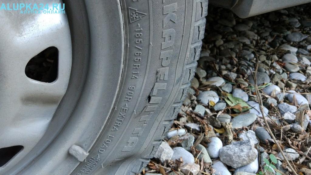 В Алупке снова объявился злоумышленник: испорчены много машин 8