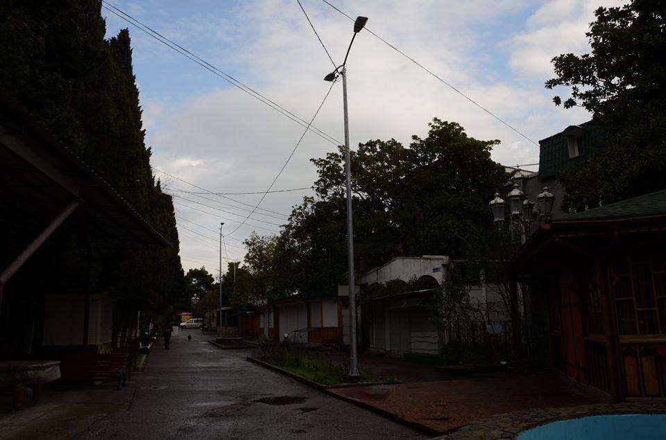 В Алупке завершили капитальный ремонт наружного освещения 3