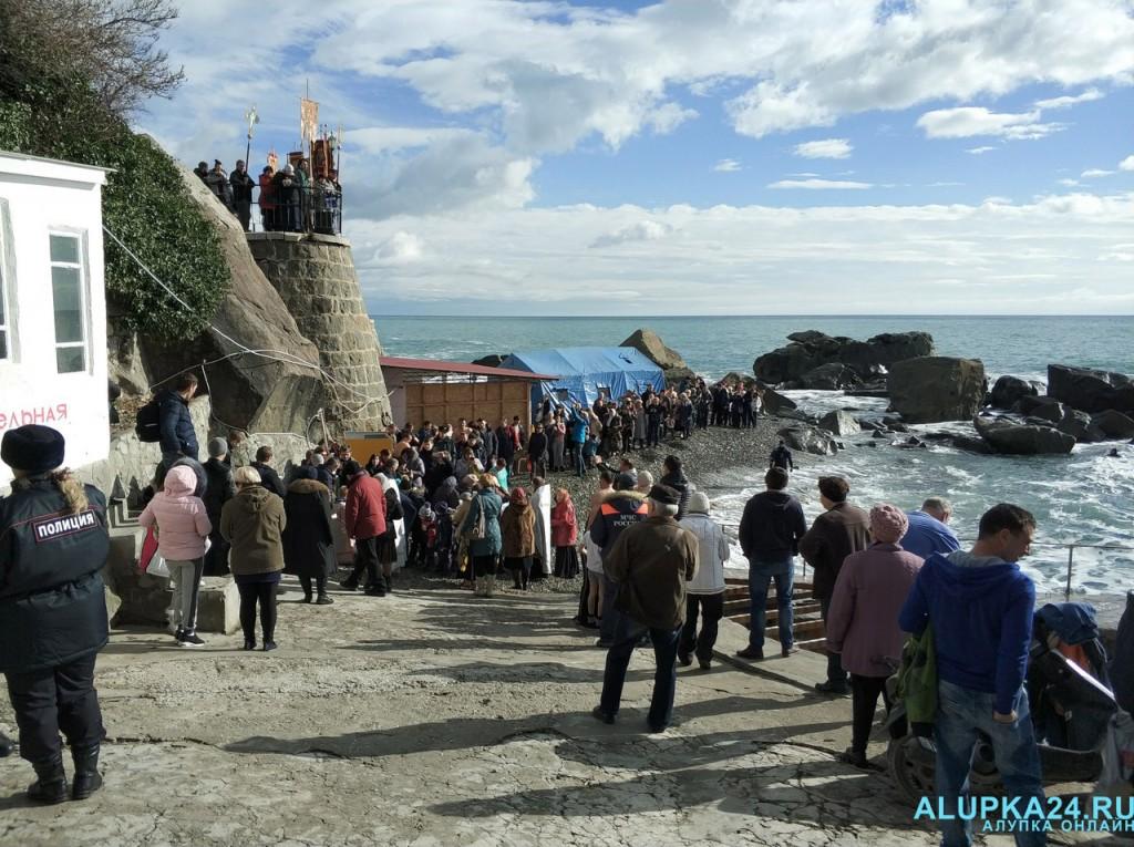 В Алупке отметили Крещение Господне 2018 4