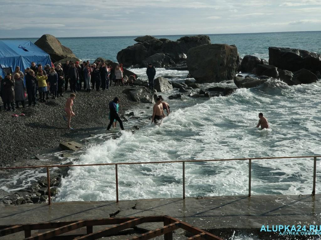 В Алупке отметили Крещение Господне 2018 9