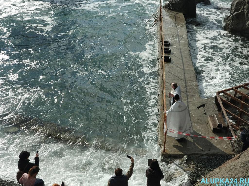В Алупке отметили Крещение Господне 2018 6