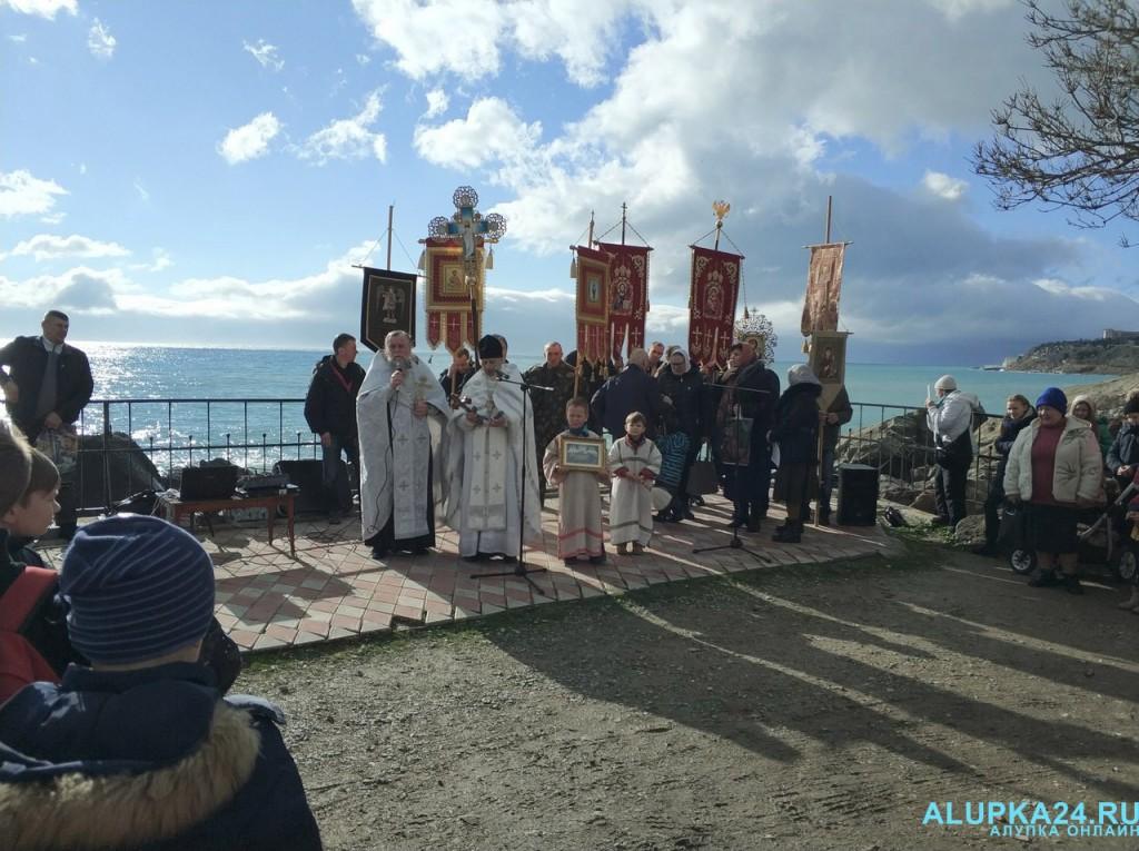 В Алупке отметили Крещение Господне 2018 3