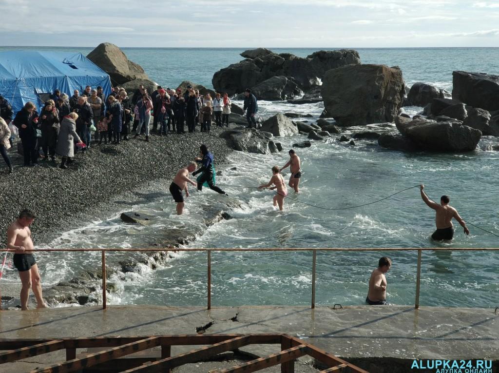 В Алупке отметили Крещение Господне 2018 10