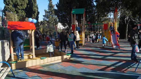 В Гурзуфе открыли современную детскую и спортивную площадку