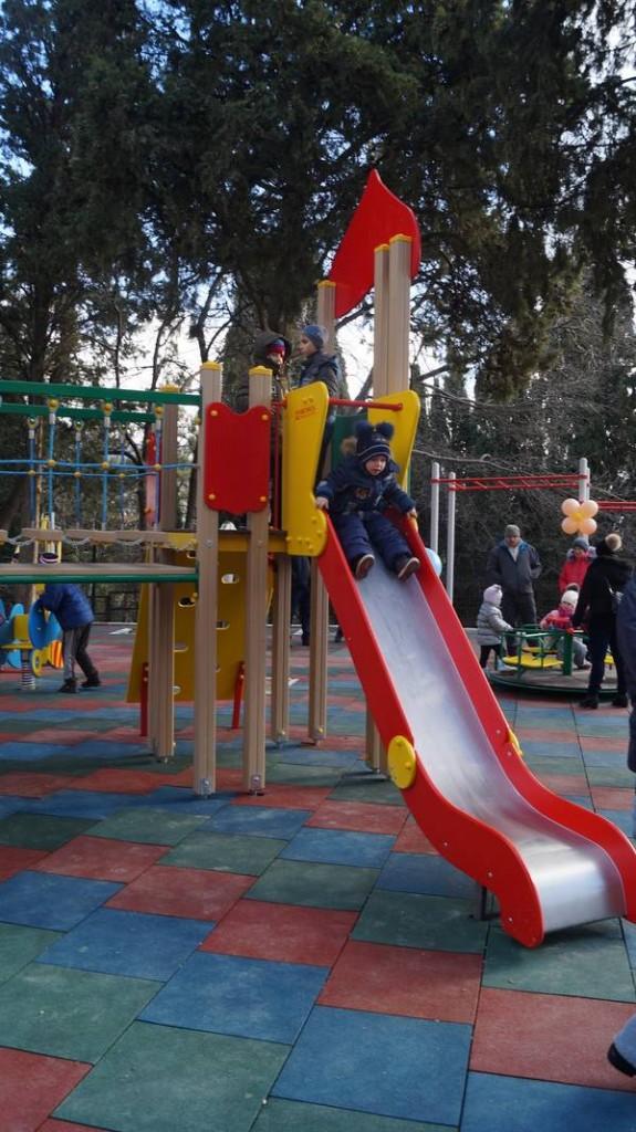 В Гурзуфе открыли современную детскую и спортивную площадку 2