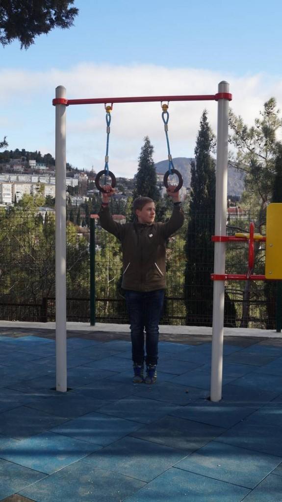 В Гурзуфе открыли современную детскую и спортивную площадку 5