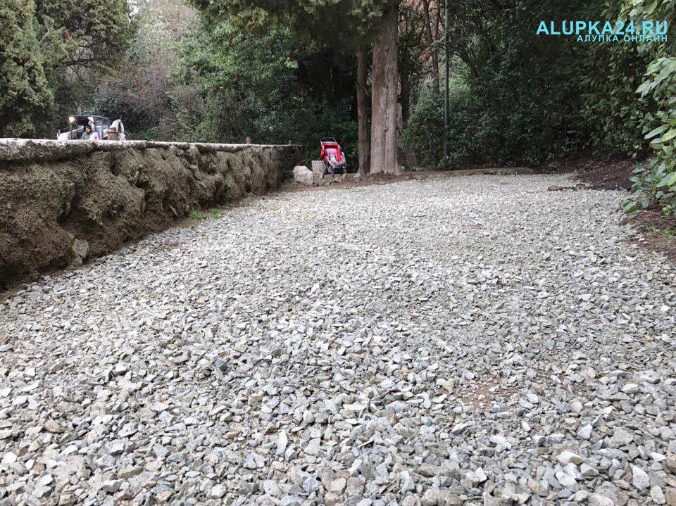 В Алупке начали строительство детской площадки в центре города 5