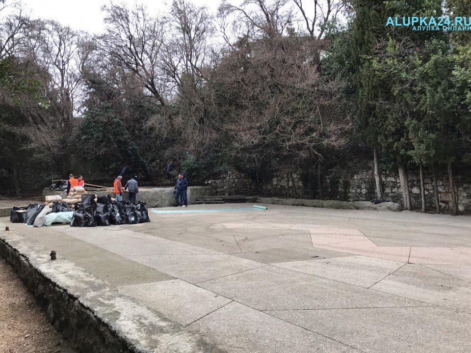 В Алупке начали строительство детской площадки в центре города