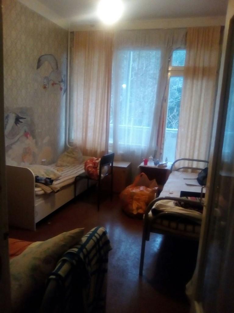 Недетские условия детской поликлиники в Ялте 3
