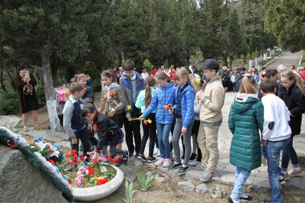 В Алупке отметили 74-ю годовщину освобождения города от немецко-фашистских захватчиков 5