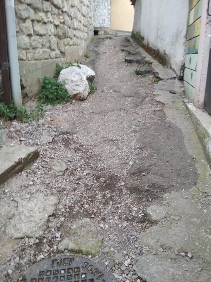 О разбитых дорогах в Алупке