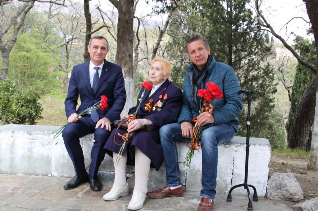 В Алупке отметили 74-ю годовщину освобождения города от немецко-фашистских захватчиков 3