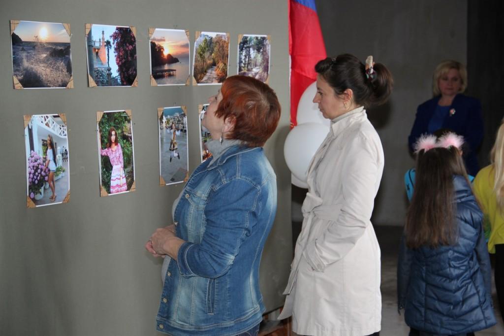 В Алупке открылась фотовыставка Виолетты Каштановой в честь годовщины освобождения города 2