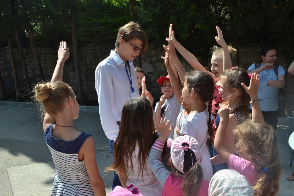 В Алупке отметили День защиты детей на Арт-площадке Воронцовского парка 3