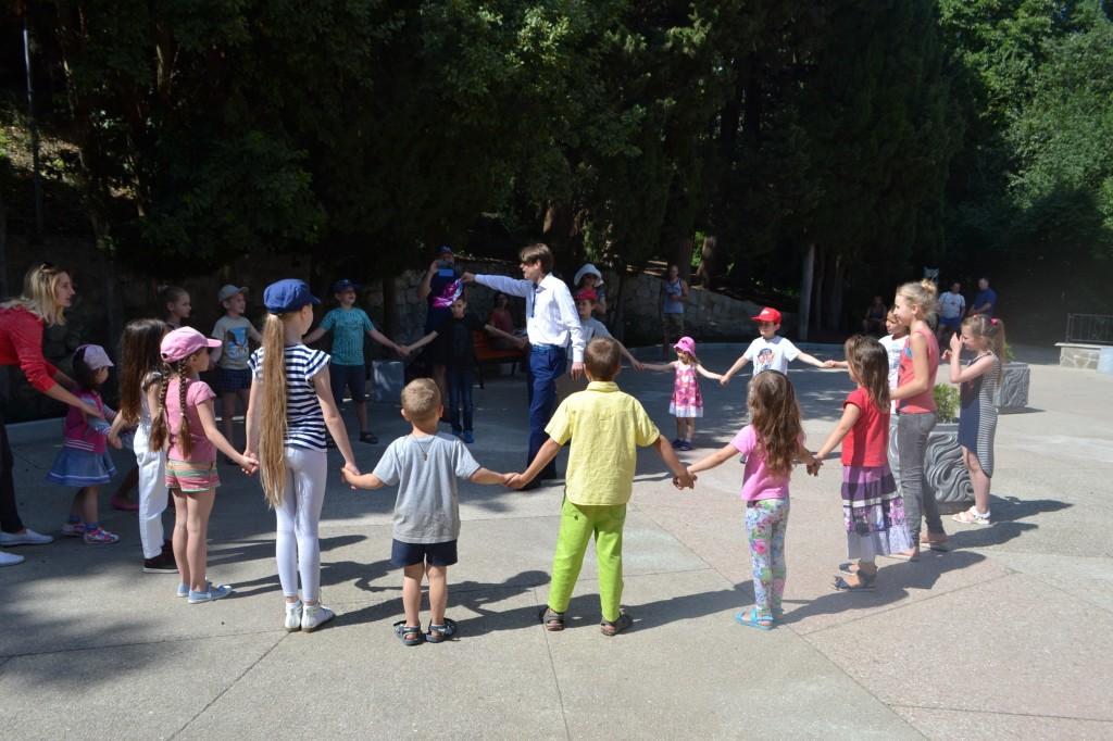 В Алупке отметили День защиты детей на Арт-площадке Воронцовского парка 6