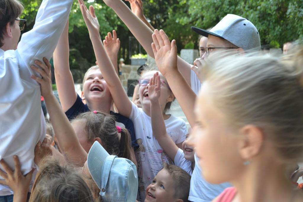 В Алупке отметили День защиты детей на Арт-площадке Воронцовского парка 4