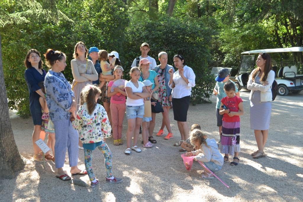 В Алупке отметили День защиты детей на Арт-площадке Воронцовского парка 7