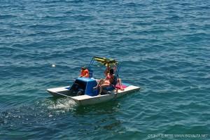 В Крыму спасли двух женщин, которых унесло на катамаране в море