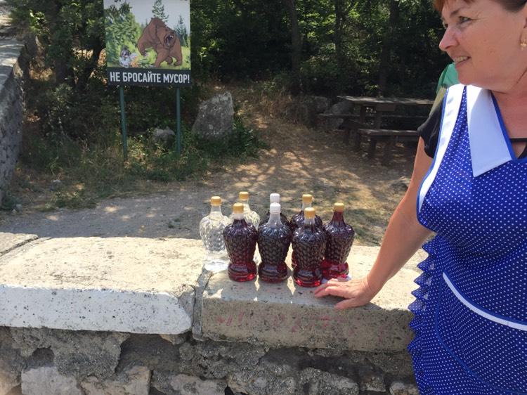 В Большой Ялте без документов продают домашнее вино 7