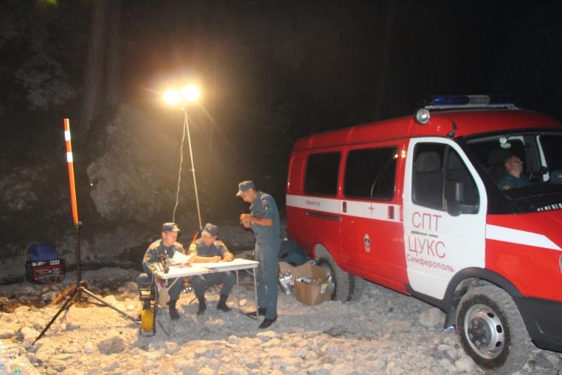 В Ялте третий день тушат лесной пожар (Фото: пресс-служба МЧС) 5