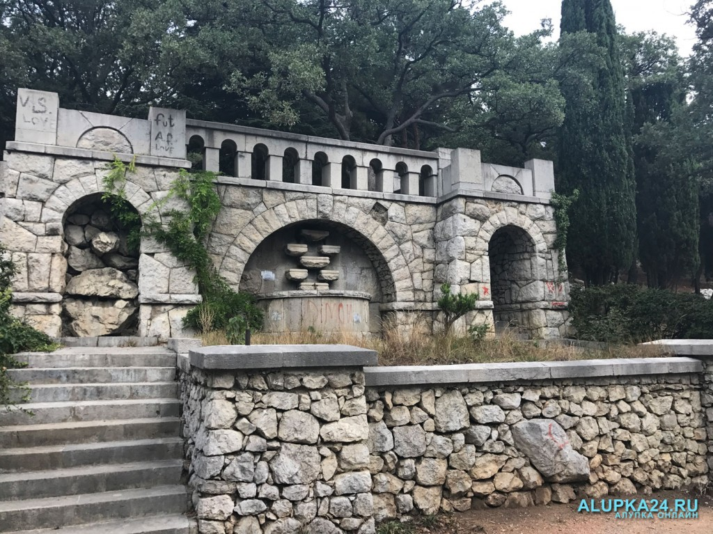 Городской парк в Алупке: плюсы и минусы 7